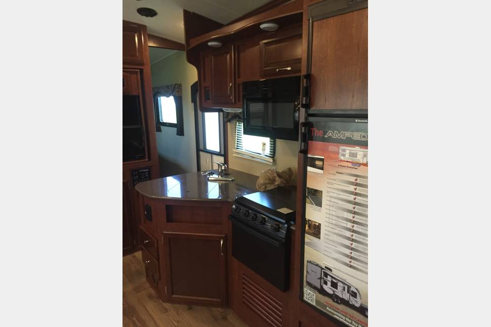 2015 Amped 32GS - 2015 Amped 32GS Toy Hauler Travel trailer