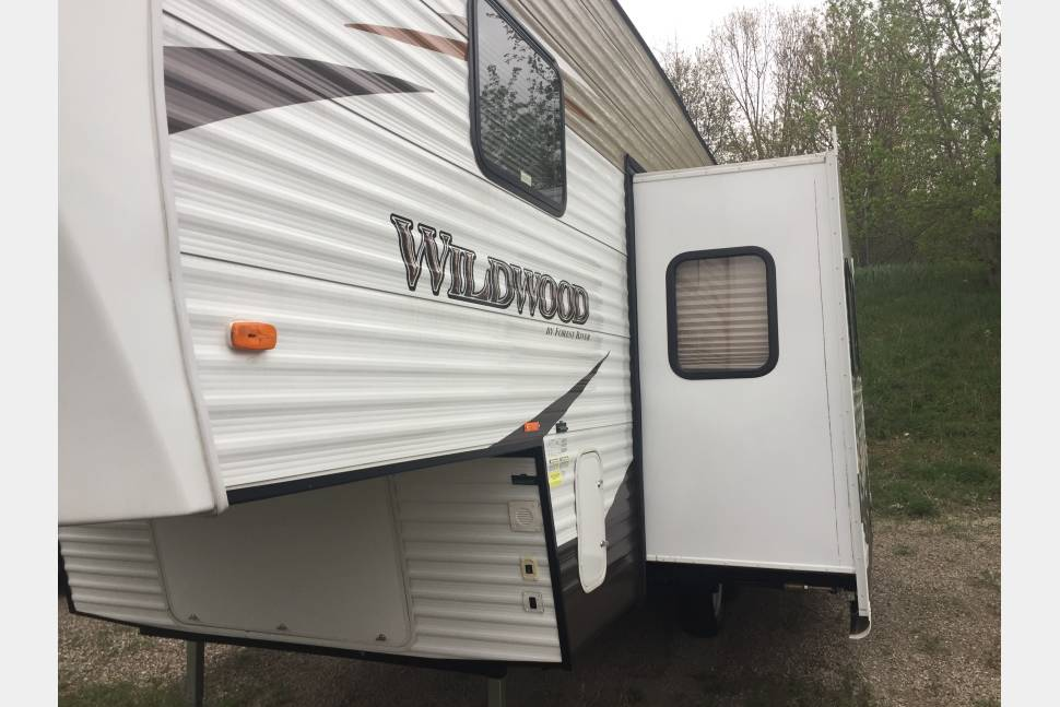 2016 Forest River Bunkhouse 5th Wheel - Spacious 5th wheel - can deliver