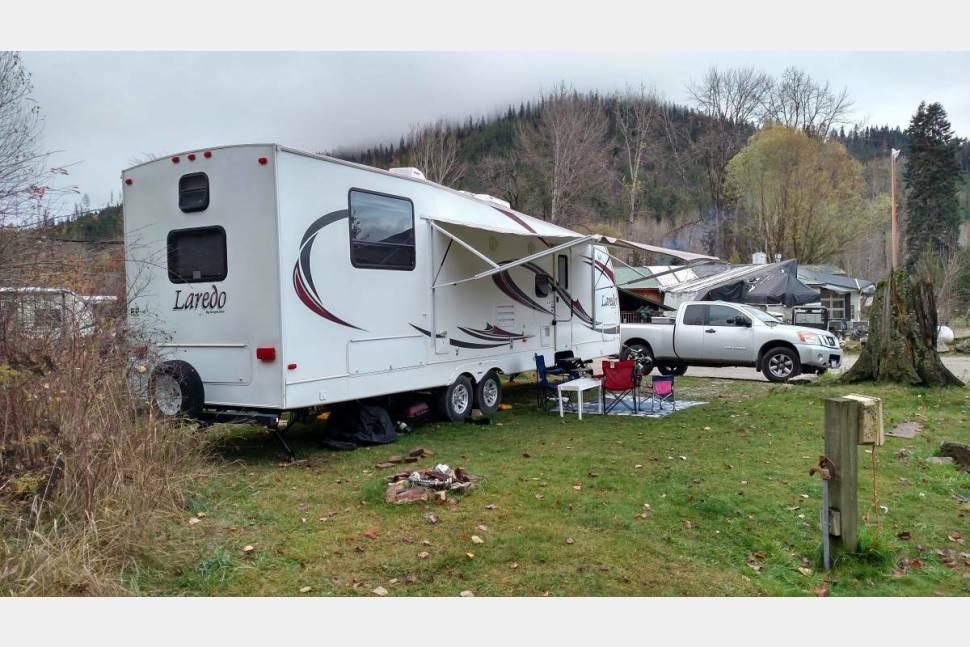 2012 Keystone Laredo - Beautiful Upscale Camping! Family Friendly Bunkhouse! *HITCH BALL INCLUDED*