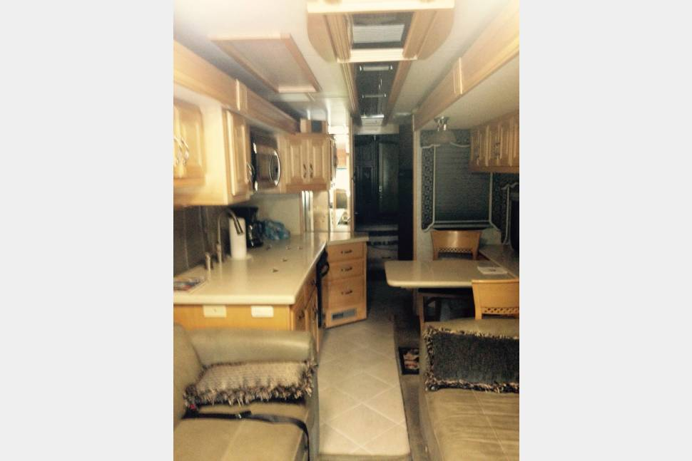 2006 American Coach - Tradition this rig is super clean all leather has to many features to list