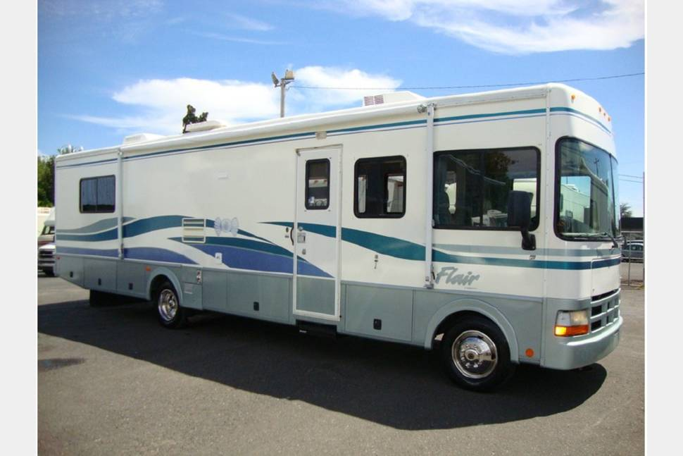 1999 Flair Fleetwood - Amazing RV !