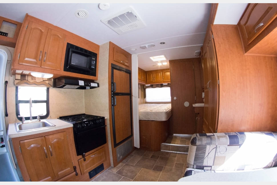 2010 Sprinter Based Forest River Solera - Easy to drive, very fuel efficient Sprinter chassis