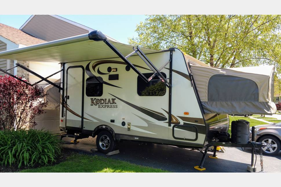 2015 Kodiak - Light & Easy Tow...Sleeps 6 ... Full Kitchen & Bath... MOM APPROVED! - 2015 Kodiak; Sleeps 6+, Full Kitchen & Bath! Easy to tow! MOM APPROVED!