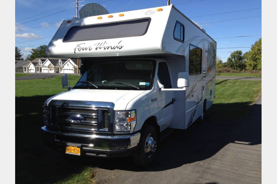 2011 Four Winds Ford F350 - Compact Comfort