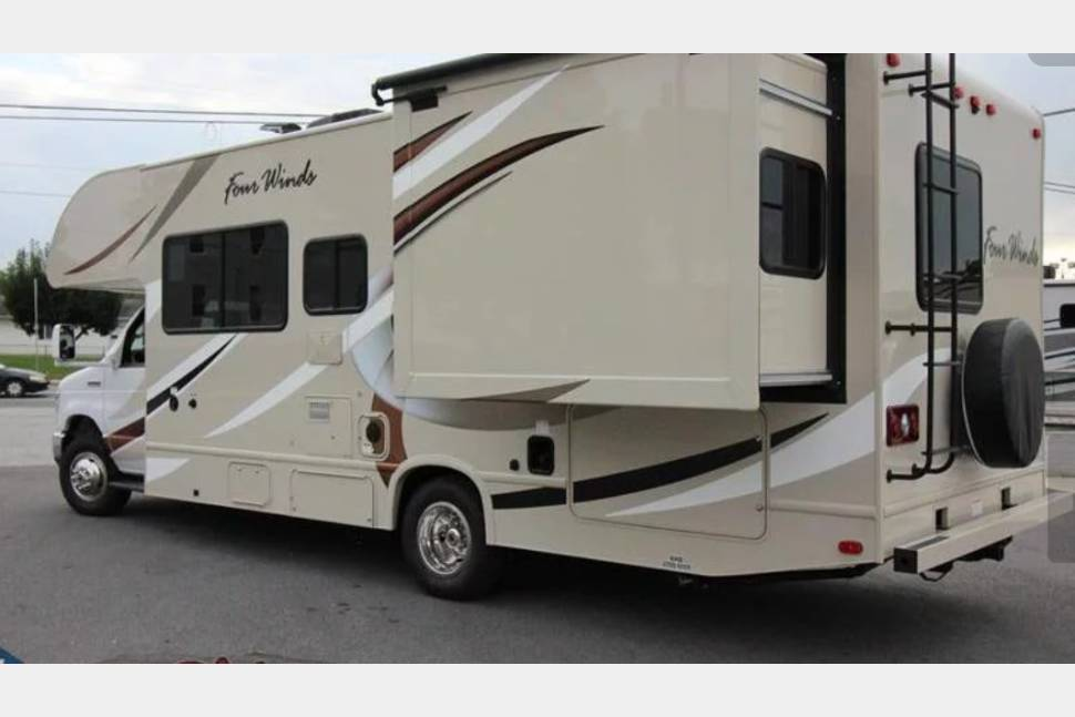 2017 Thor Four Winds - Brand new