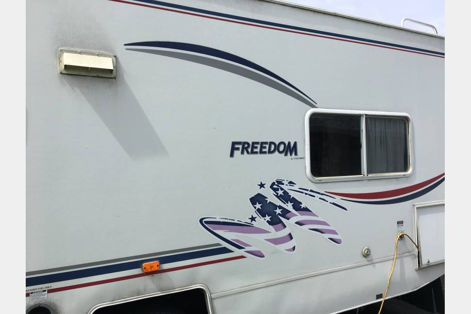 2003 Coachmen Freedom - KIDS' ROOM?!  Yep. Seriously.  But read details and warnings below: