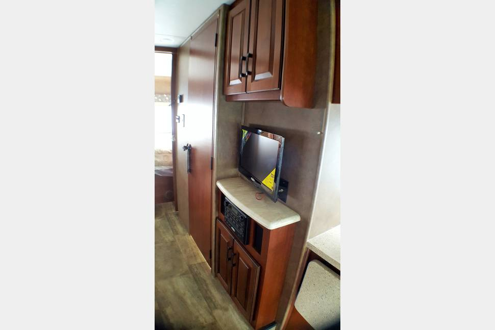 2017 Price Drop Brand New! Outdoor Entertainment Center And Bunk House - 2017 Price Drop Clean And Brand New! The Travel Wagon with STOCKED KITCHEN!