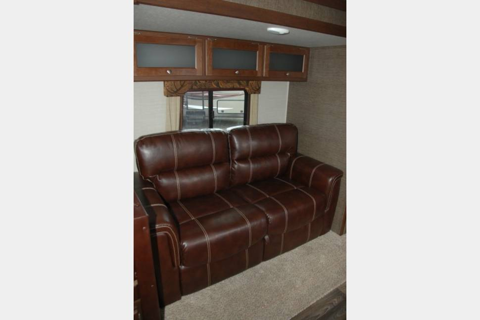 2017 Keystone Bullet 335BHS - The Boss of all bunkhouses