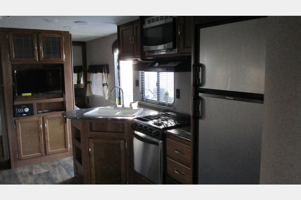 2016 Keystone Springdale 303BH - 2016 Keystone Springdale Bunkhouse - sleeps 10 - free local delivery
