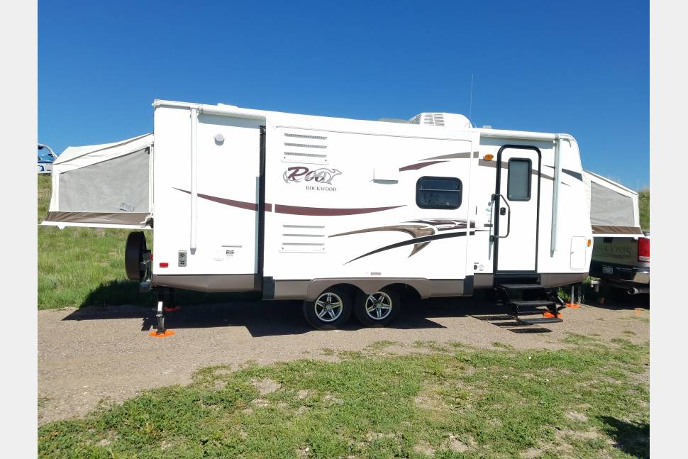 2014 Rockwood Roo 23ikss - 2014 Rockwood Roo 23ikss with 2 Slide Outs! Light & Super Easy to Pull!