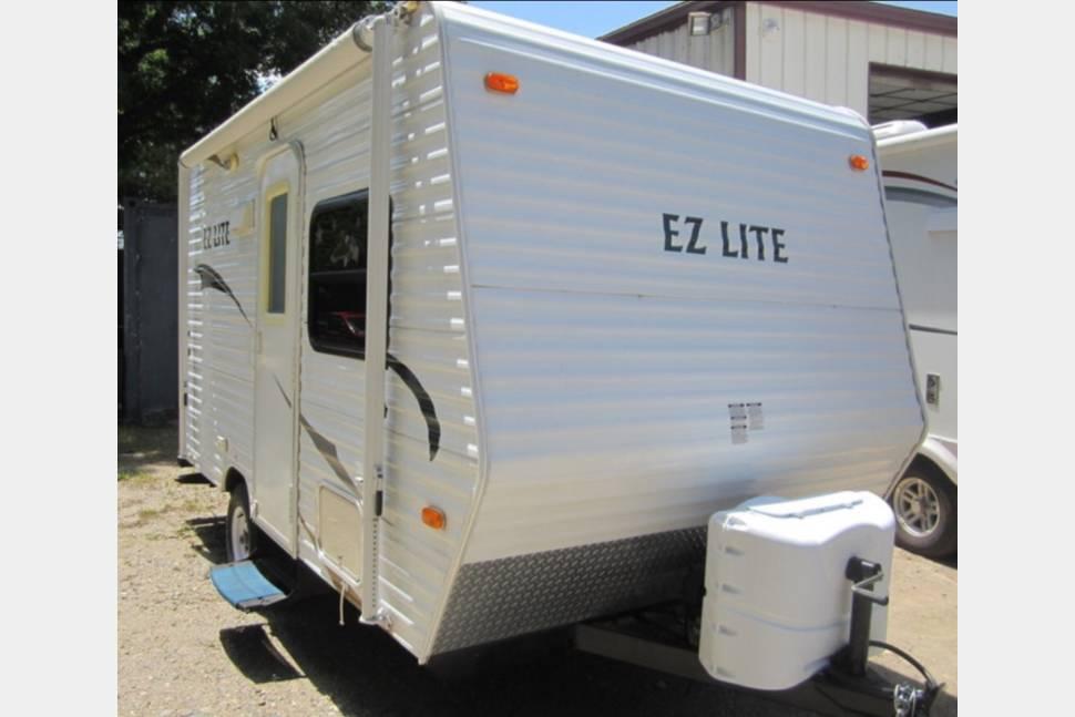 2011 EZ Lite - 19 foot EZ Lite Camper That Sleeps 6 People 2940 lbs. a Mini Van can Pull This.