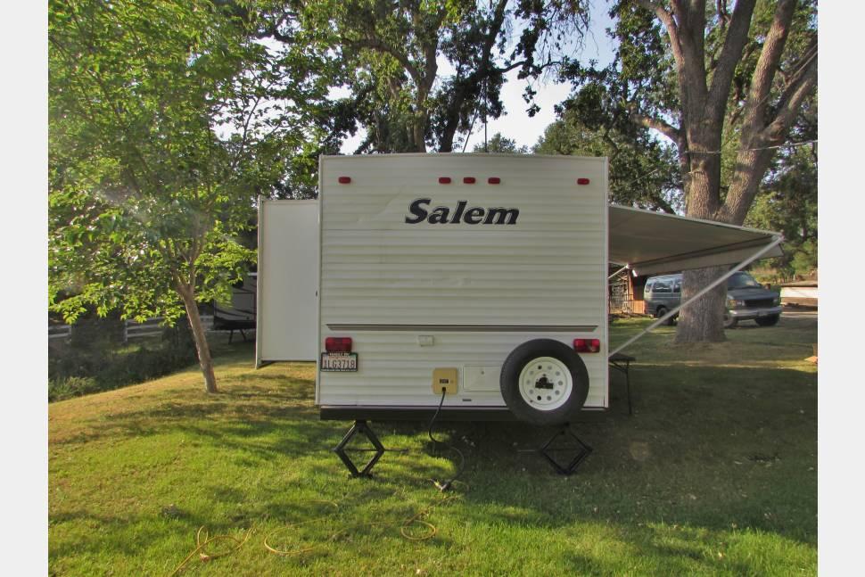 2005 Forest River Salem - Nice 27 Foot Trailer sleeps 6