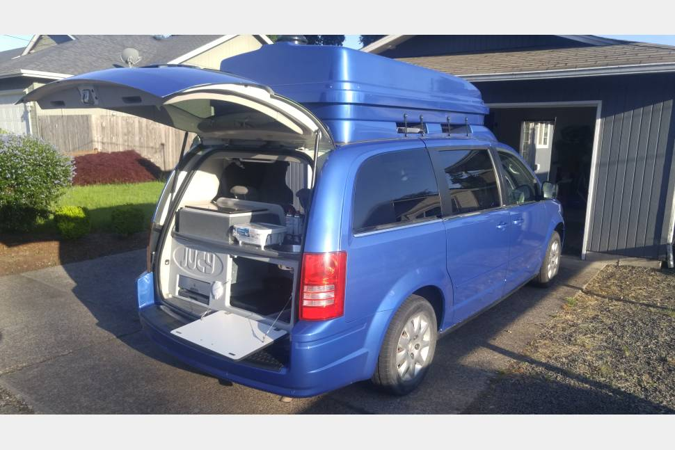 Town And Country Camper >> 2010 Chrysler Town Country Camping Van Rv Rental In Springfield