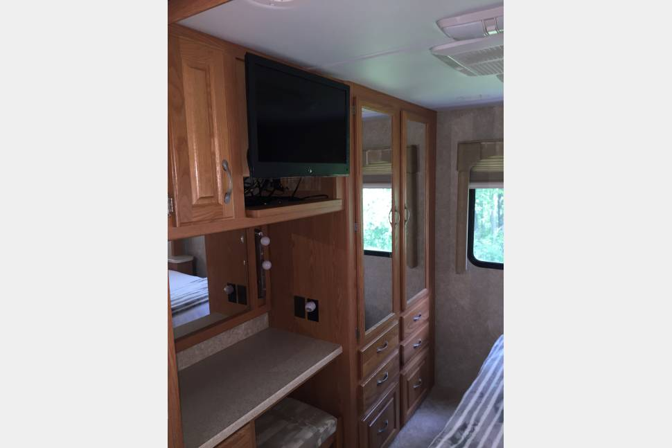 2006 Thor Hurricane - Class A DREAMING'>>will deliver and do complete set up at local RV parks.