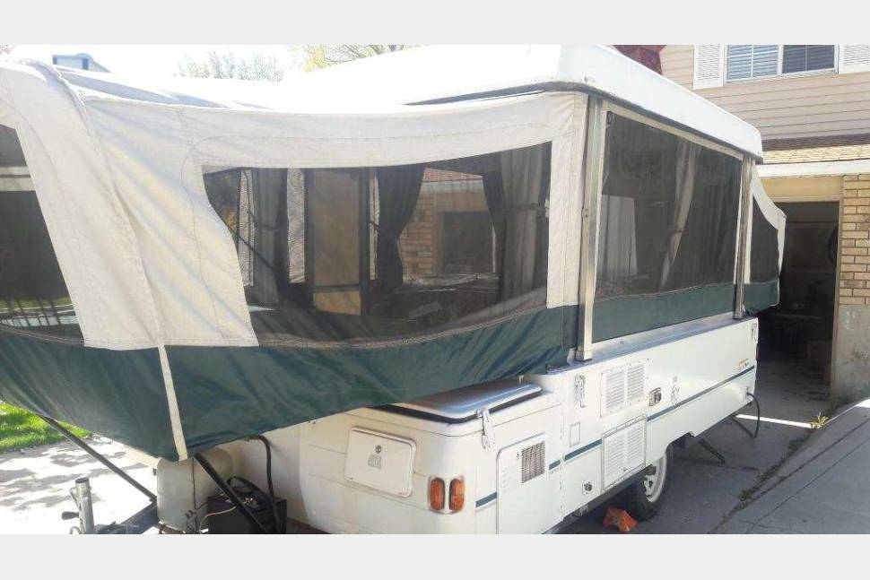 1998 Coleman Fleetwood Cheyenne - Pop-up Tent Trailer with Comfy Memory Foam Mattresses