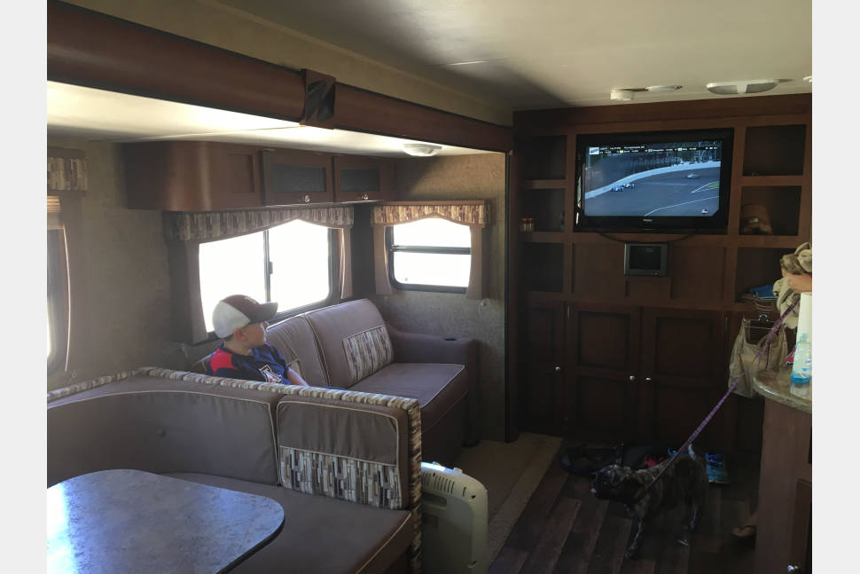2012 Dutchman Kodiak Bunkhouse - Will Deliver The Ultimate Family Trailer! 2 Bunks, 2 TVs, 2 Kitchens...Sleeps 10!!!