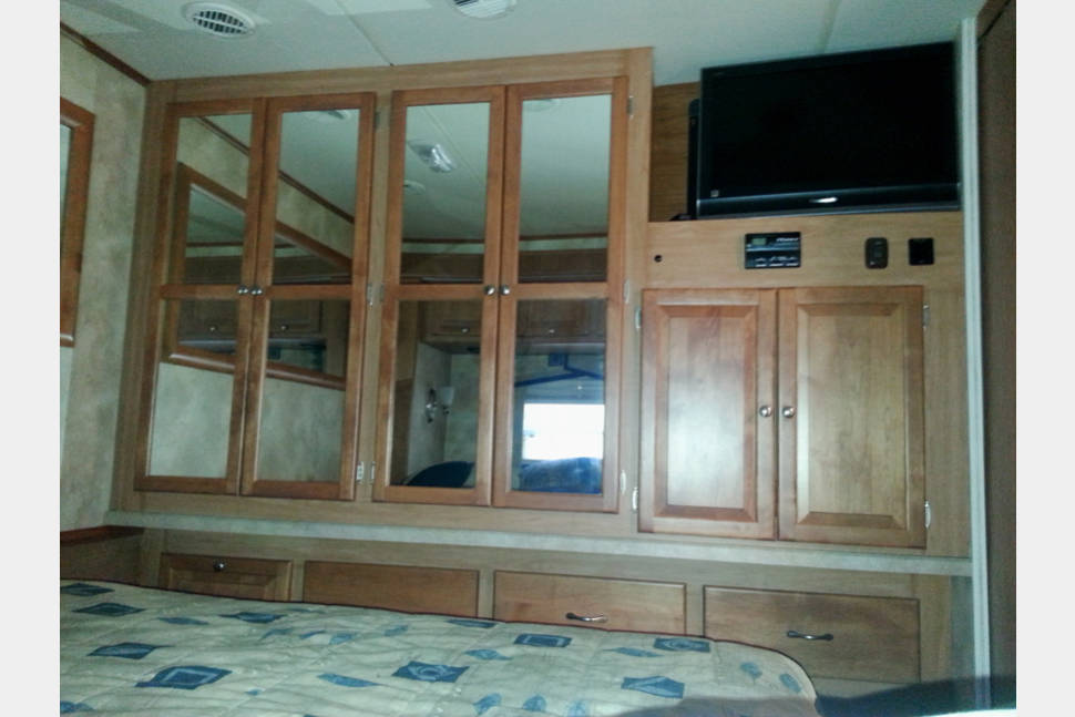 2009 Allegro Open Road - Many Happy Adventures With This 32 Footer That Sleeps 6