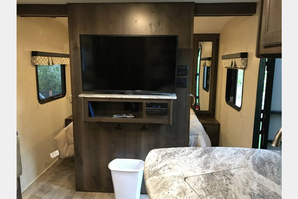 2017 Connect Spree C241bhk - Amazing & NEW Connect travel trailer