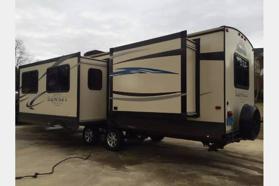 2012 CROSSROADS SUNSET TRAIL RESERVE 32FR - Luxury Family Camping