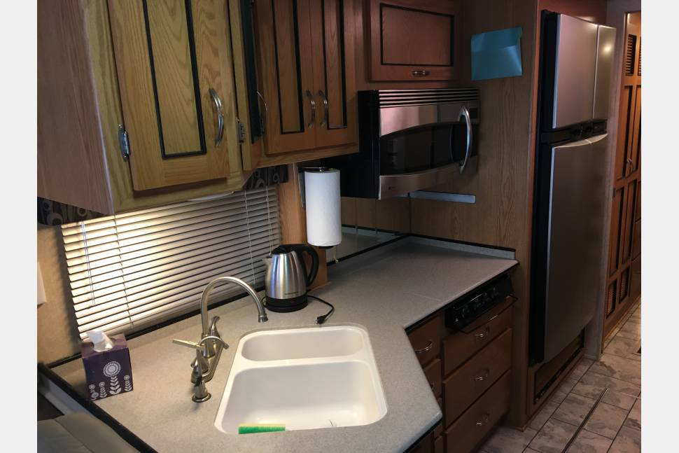 2007 Newmar Allstar 3950 - Family friendly newmar diesel RV with great floor plan.