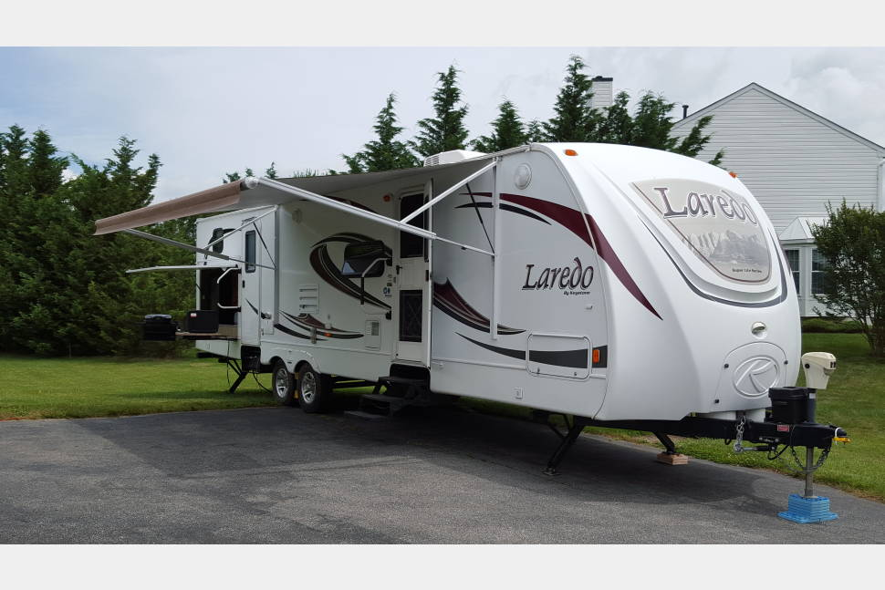 2011 Keystone/Laredo 303TG - Perfect camper for a weekend with family and friends!