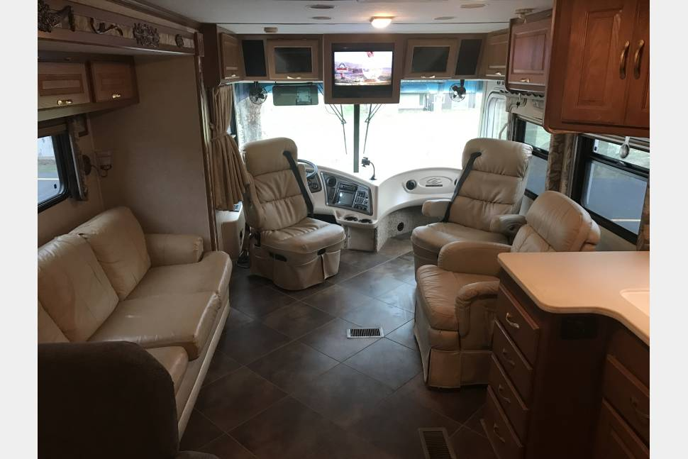 2002 Coachmen Cross Country Elite - Super Clean Class A Diesel Pusher, Easy To Drive and Ready For Your Next Adventure!