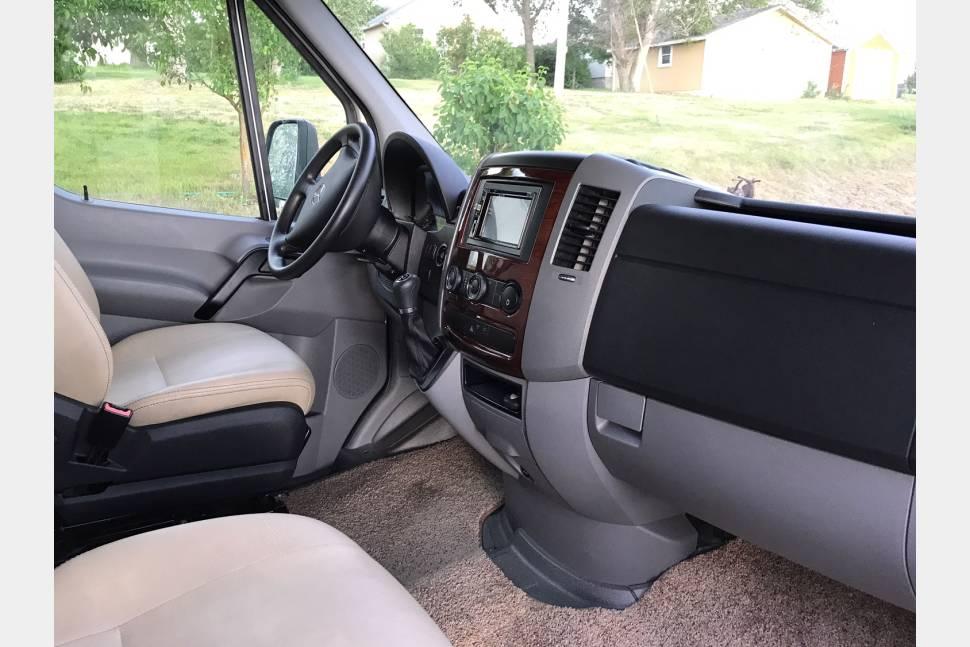 2016 Forest River Forester - Mercedes Diesel 25' Motor home Sleeps 6