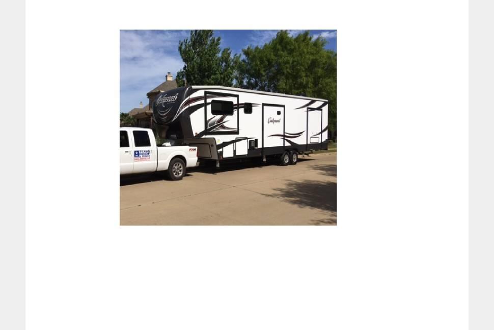 2016 Heartland Oakmont 400FL - Amelia's Voyage is ready for YOUR next adventure.