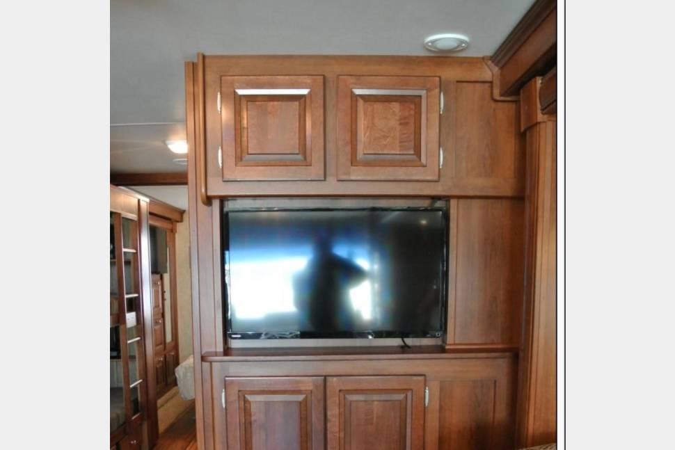 2014 BUNKHOUSE! FOUR TV'S! HUGE FRIDGE! Call Or Text 443-462-6178. - THE GLAMPER