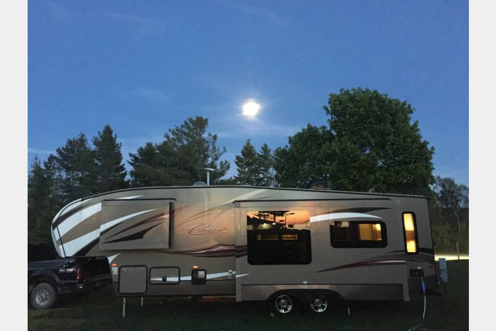 2015 Keystone Cougar Xlite 29rli - Well Stocked, Keystone delivered! High quality!!