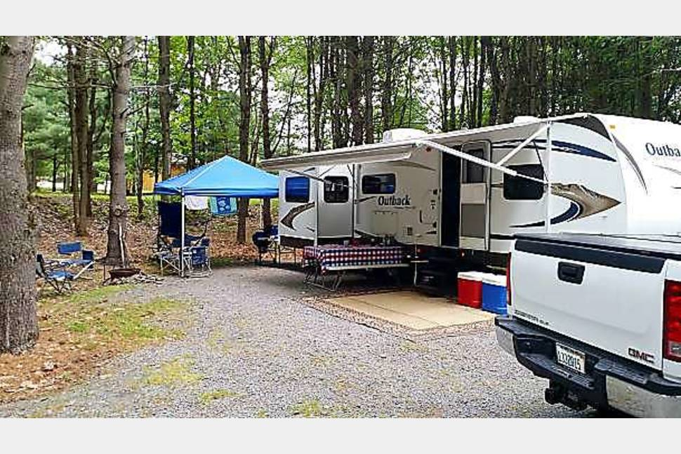 2011 Keystone Outback 295re -