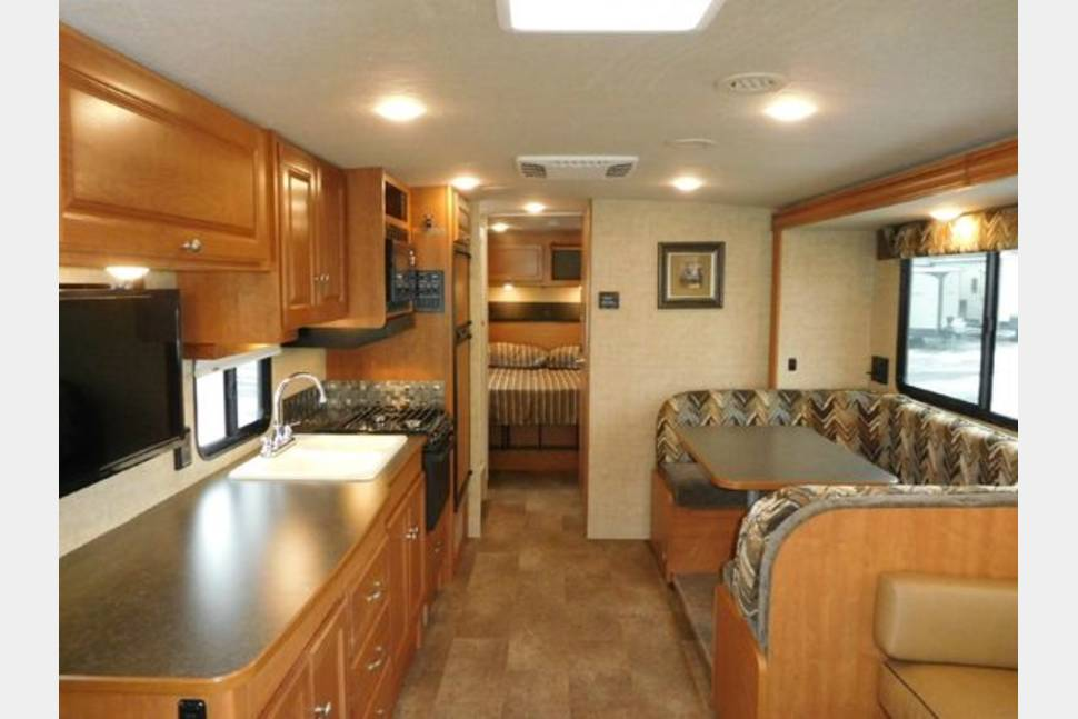 2016 Winnebago Vista - 2016 Winnebago Vista 31KE in great condition!Fully equipped kitchen with all comonly used kitchen ware. We made YouTube links at bottom of description.