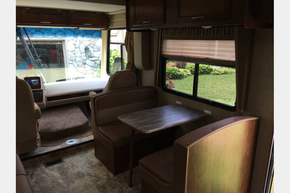 2017 Coachmen Pursuit - Perfect Coachmen Motorhome for your next adventure!