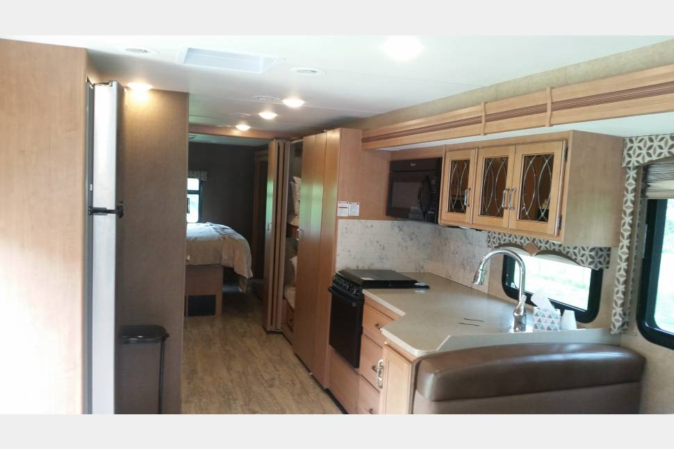 2016 Thor Hurricane 34J Bunk House - Hurricane Bunk House - Affordable Luxury - Great for families