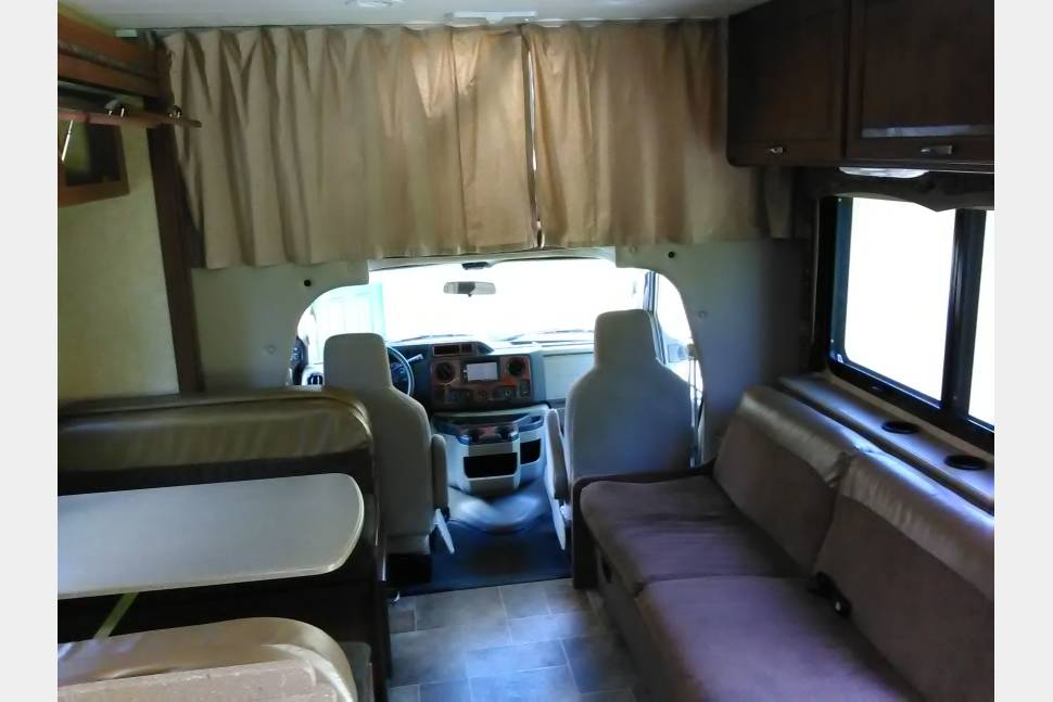 2015 Thor Four Winds 31E Bunkhouse - King of the Road