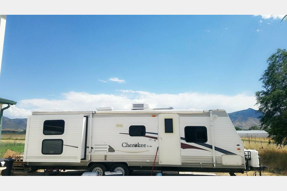 2006 Cherokee Lite By Forest River - 2006 Double pop out 28