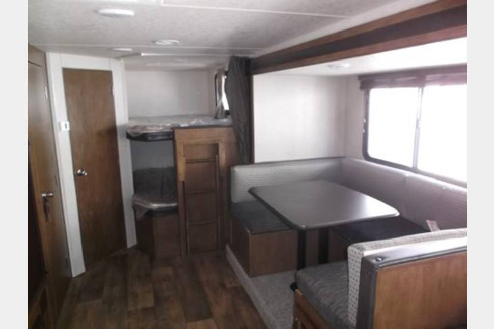2017 Forest River Salem CruiseLite 263BHXL - The Great Escape for Eight-NO BURNING MAN