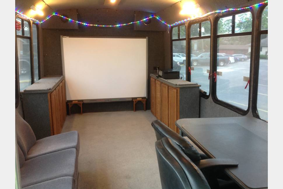 2000 Ford Bus - Mobile Learning Center/ Bus Conversion