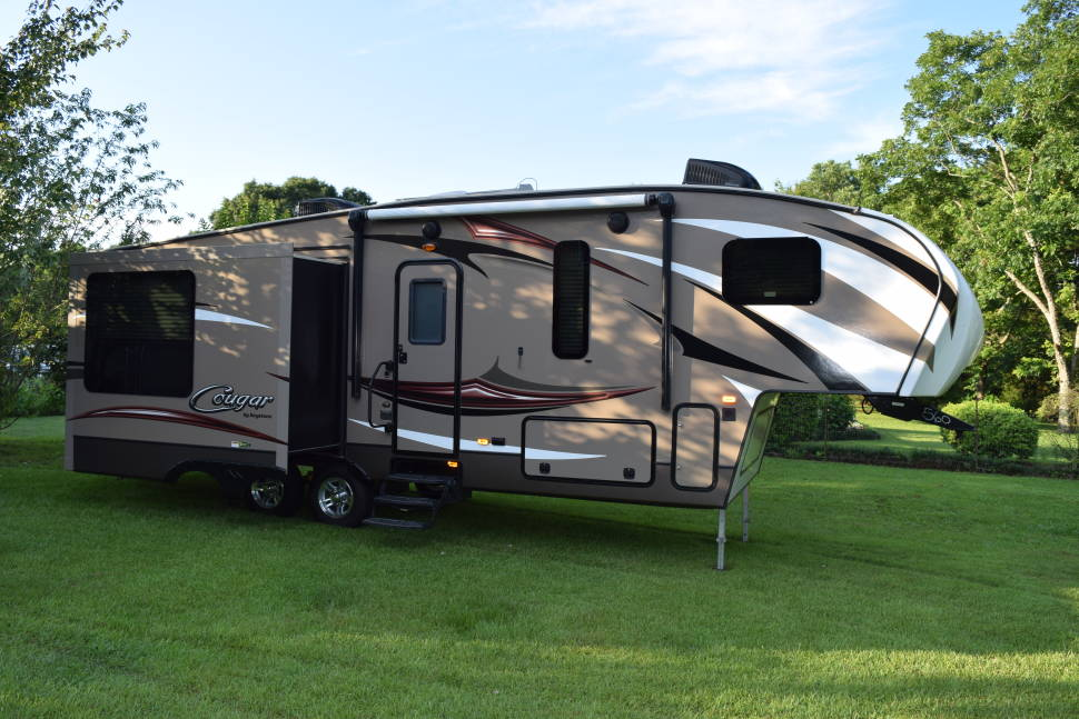 2016 Ask About Our MONTHLY PRICE! We Deliver And Set Up! - Ask about our monthly rental option on this beautiful rear living!!