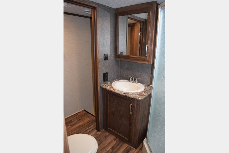2016 LUXURY 5TH WHEEL!! We Deliver And Set Up! - Ask about our monthly rental option on this beautiful rear living!!