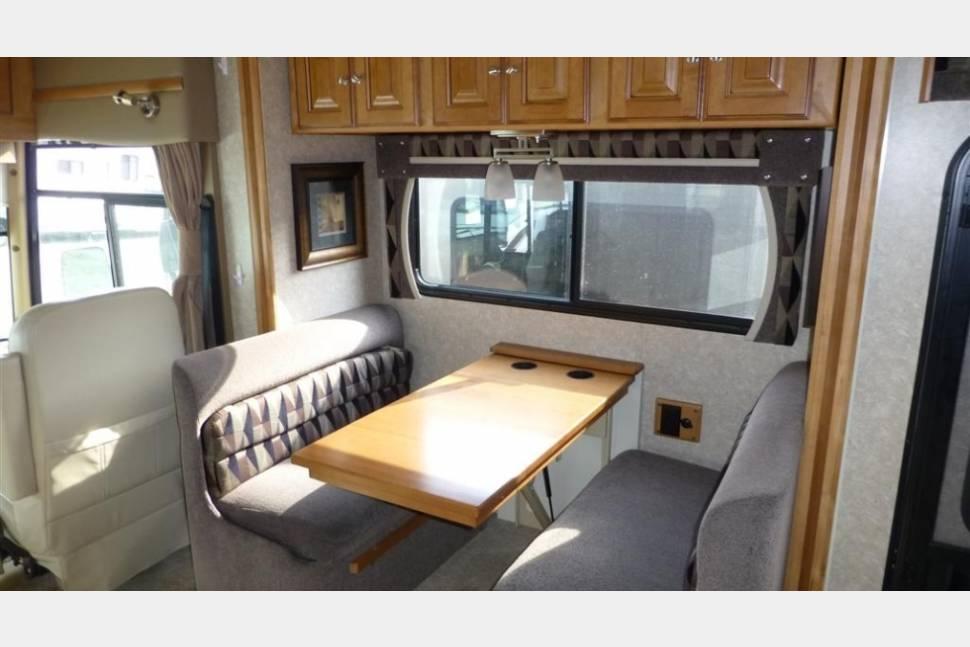 2011 Winnebago Adventurer 35P -