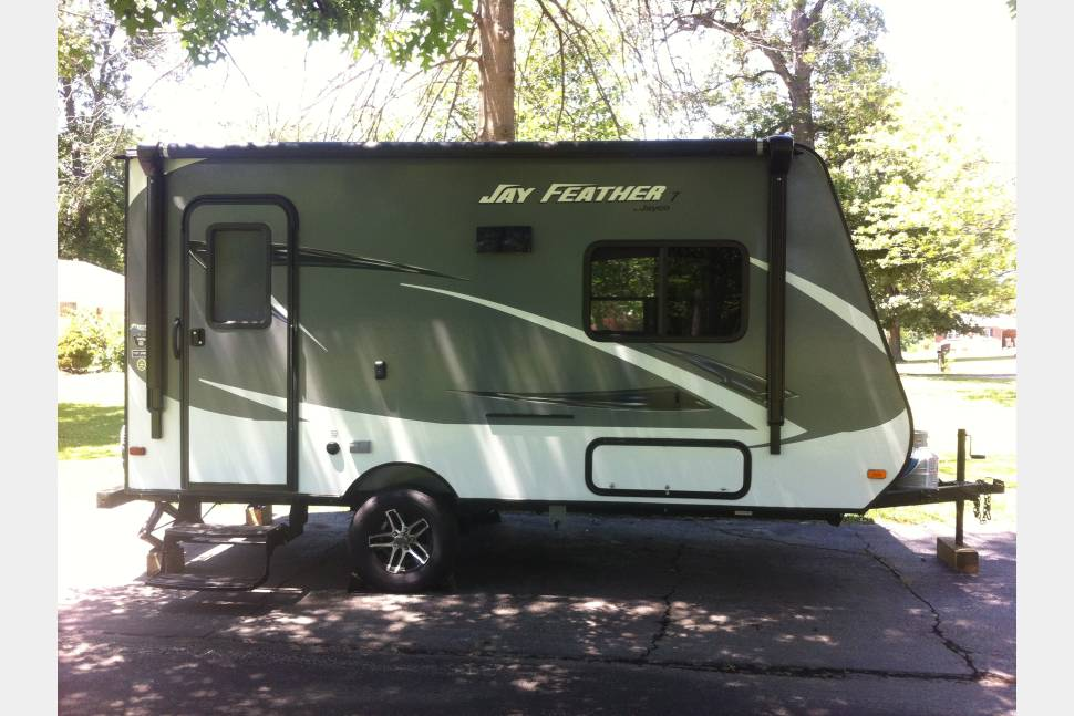 2016 Jay Feather 7 Hybrid 16XRB - Travel Light, Live Big. Camping Made Easy!