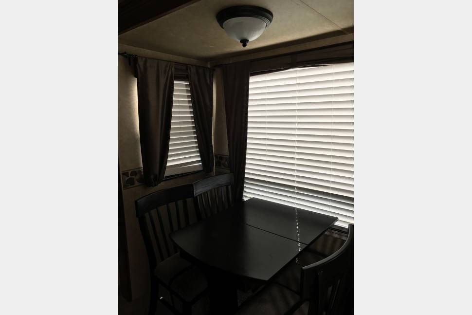 2010 Big Country 3550tsl 5th Wheel - the only way to go camping...
