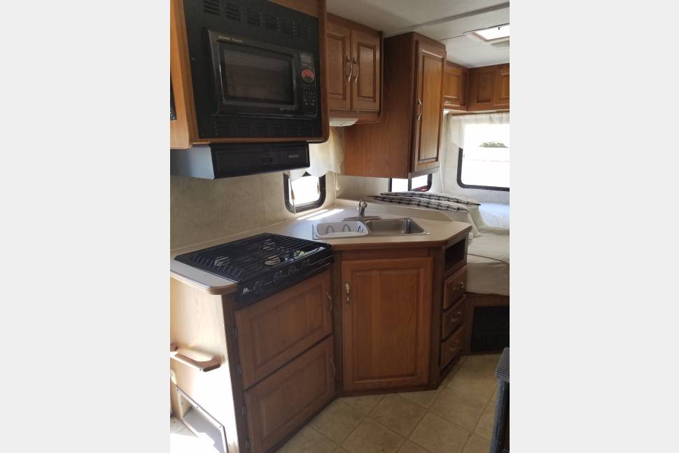 2004 Four Winds 23A - Bessy is ready to take you where you want to go!