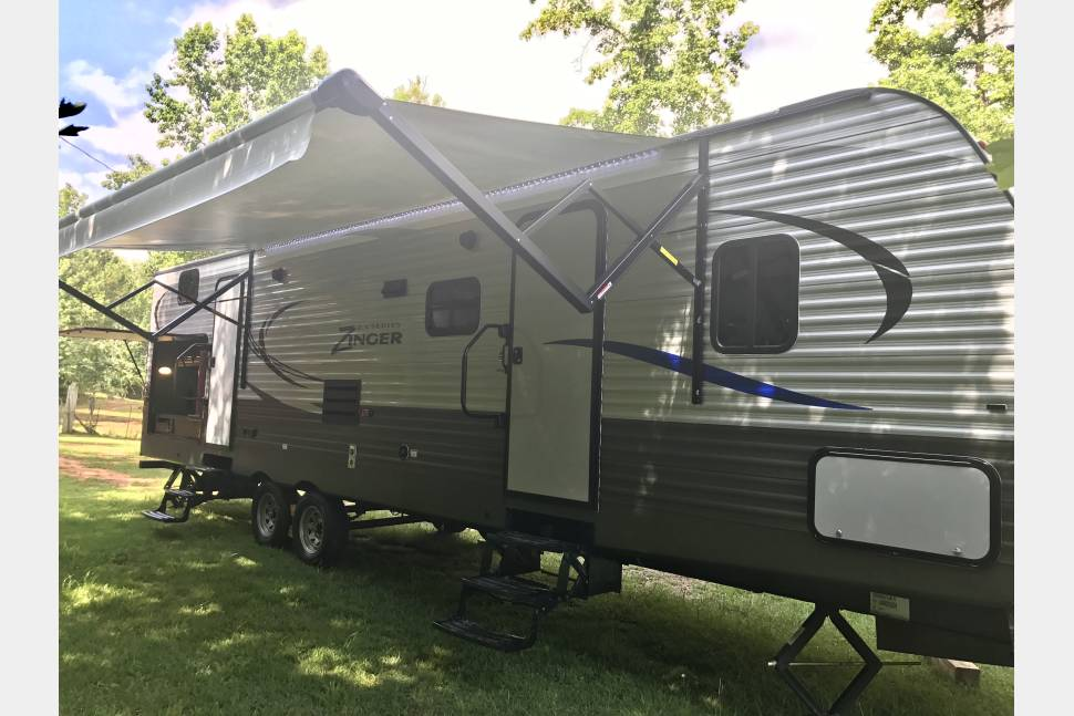 2017 Crossroads Z-1 328SB FREE Delivery* - Get Outta' Town Family Camper/RV Rental FREE Delivery**
