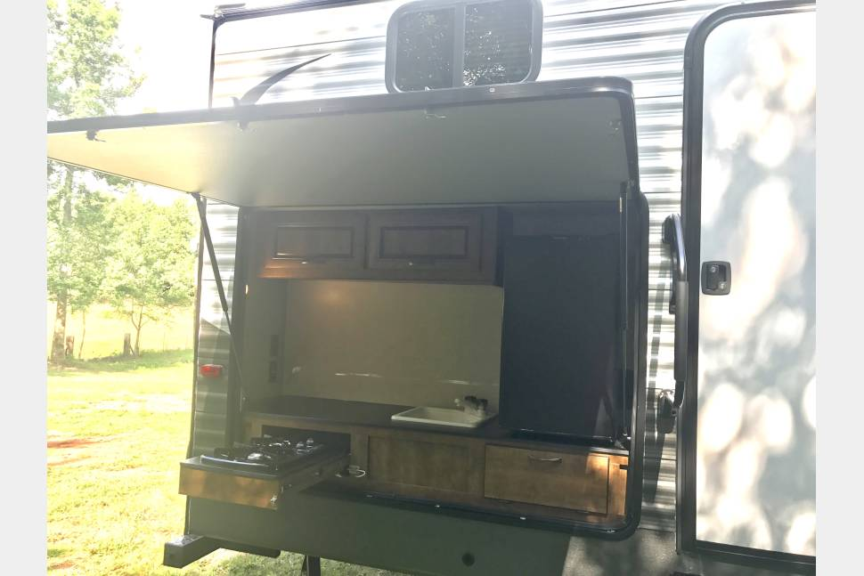 2017 Crossroads Z-1 328SB FREE Delivery* - Get Outta' Town Family Camper/RV Rental FREE Delivery** Stone Mountain