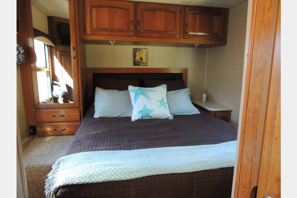 2016 Jayco - As new as it can be. HMS Gigantor is easy to drive, turn and enjoy life in!