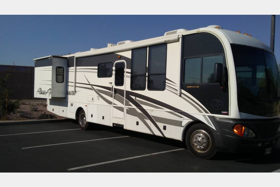 2004 Fleetwood Pace Arrow - 2004 FLEETWOOD Like NEW Sleeps 6