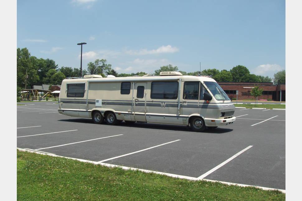 1989 Chevy Winnabago - Vintage motorhome, clean, travels well
