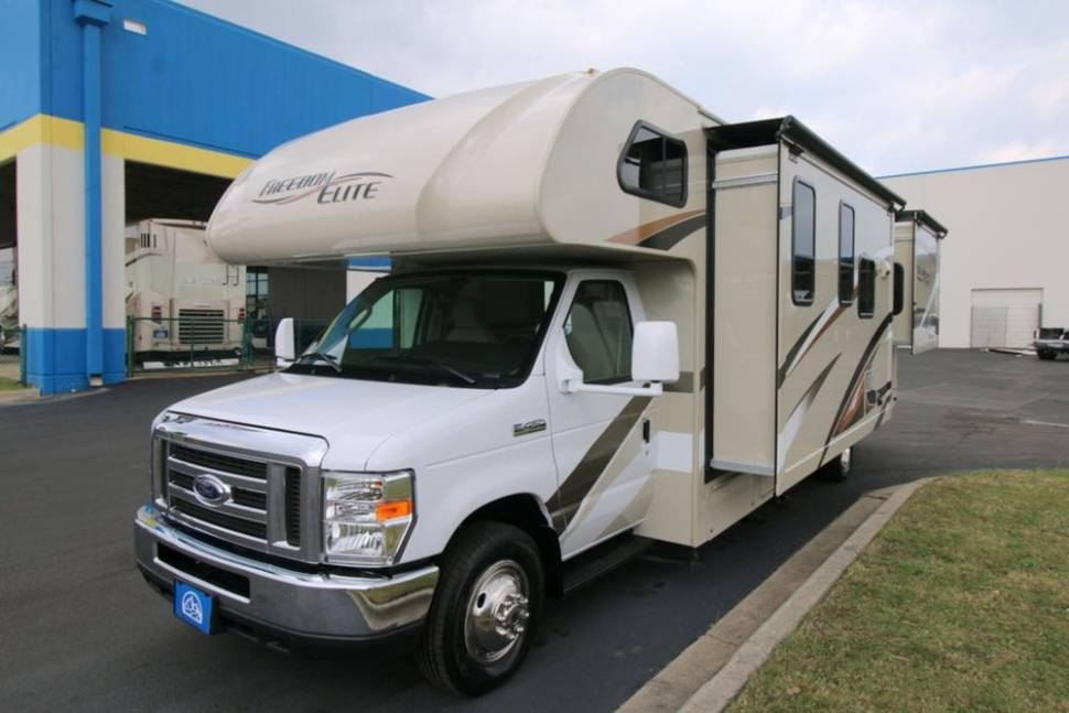 2017 Thor Freedom Elite - Home away from home!